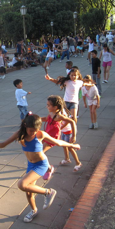 los ninos follow the choreographies